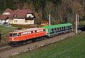"""Foto zeigt: 1042.023 mit schweizer """"RoLa-Begleitwagen"""" am Semmering!"""