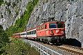 Foto zeigt: 1042.032 mit Eilzug (Salzkammergutbahn)