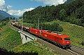 Foto zeigt: 2016-1116-Tandem mit Güterzug über den Tauern