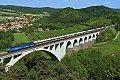 Foto zeigt: CD 240.050 vor 363.526 mit Auto-Ganzzug beim Dolní Loučky Viadukt (Tschechien)