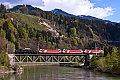 Foto zeigt: 1020.042 mit 1822er-�berstellung auf der Salzachbr�cke (Ennstalbahn)