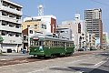 Foto zeigt: Straßenbahnen in Japan: Altwertiges