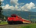Foto zeigt: 1020.018 und Jaffa-Schlieren vor Südbahn-Express