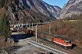 am Foto: Blick von oben auf 1144 vor Direktgüterzug in Sulzau