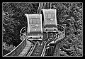 """am Foto: Begegnung der beiden Salzwelten-Züge der Standseilbahn """"Salzbergbahn Hallstatt"""""""