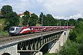 am Foto: Fahnen-RailJet am Taggenbrunner Viadukt!