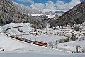 Foto zeigt: 1144.208 mit Rollender Landtraße bei St. Jodok am Brenner im Neuschnee