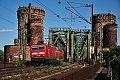 am Foto: DB 143.267 mit Doppelstock-Wagen bei Mainzer Südbrücke