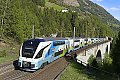 Foto zeigt: Blau&weiße Züge rollen über die Falkenstein-Brücke (Tauernbahn)