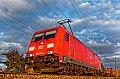 Foto zeigt: DB 185.252 mit Containerzug bei Zeiselmauer (Franz-Josephs-Bahn), 03.11.2017