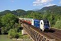 Foto zeigt: WLC 1216.951 vor Rheingold auf der Salzach-Brücke bei Golling-Abtenau