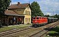 am Foto: 2143.070 mit Reblausexpress bei der Einfahrt in Drosendorf (Lokalbahn Retz - Drosendorf)