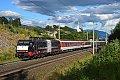 Foto zeigt: MRCE 189.997 vor Autoreisezug, Mühldorf-Möllbrücke (Tauernbahn),