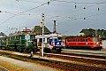 Foto zeigt: 1018.05 neben 4010.028 und 1018.008, Ausfahrt Attnang Puchheim (Westbahn 1987)