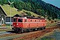 Foto zeigt: 1044.002 als Lokzug bei der Einfahrt im Bahnhof Mürzzuschlag (Südbahn 1990)