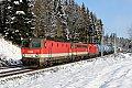 Foto zeigt: Drei Lokreihen vor einem Zug