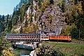am Foto: ÖBB 1010.17 mit Regionalzug bei Lend auf einer der Salzach-Eisenkastenbrücken (Giselabahn 1985)