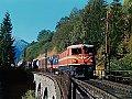 Foto zeigt: 1043.03 mit ÖBB-Flügelrad am Laskitzer-Viadukt bei Kaponig (alte Tauernbahntrasse 1985)