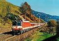am Foto: ÖBB 1044.201 mit Ex 151 Fischer von Erlach zwischen Spital und Mürzzuschlag (Südbahn 1989)
