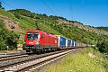 Foto zeigt: ÖBB-Stiere vor Güterzügen im Maintal