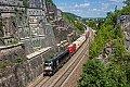 Foto zeigt: MRCE 182.522 mit Güterzug bei Treuchtlingen im Felseinschnitt, 26.05.2018
