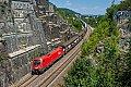 Foto zeigt: ÖBB 1016.022 mit Autozug beim Felseinschnitt bei Treuchtlingen, 30.06.2018