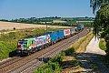 Foto zeigt: TXL 193.640 Werbelok mit Containerzug bei Treuchtlingen, 30.06.2018