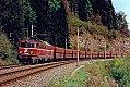 Foto zeigt: 1042.045 mit Erzzug kurz nach Leoben Göss (KRB), 28.04.1995