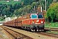 am Foto: 1042.533 mit Erzzug im Bahnhof Leoben Hinterberg am 28.04.1995