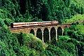 Foto zeigt: 1042.604 mit Regionalzug nach Villach am Waldmanngraben-Viadukt (alte Tauernbahn-Südrampe), 10.07.1987