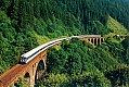 Foto zeigt: 4010.018 & weiter 4010 als Ex 190 Gasteinertal zwischen Dösenbachviadukt und Waldmanngraben-Viadukt (1987)