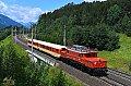 Foto zeigt: 1020.018 mit zwei Schlierenwagen am Lurnfeld